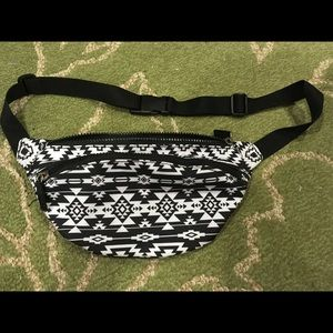 Handbags - Black and White Fanny Pack
